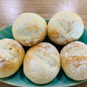今のうちに!とせっせとパン作り