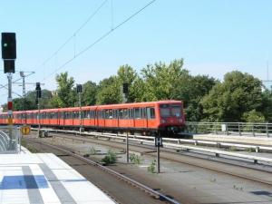微妙に塗色の違うS-Bahn  (ドイツ・GERMANY)