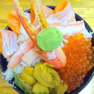 小樽三角市場内 食堂 味処たけだ (小樽市) ANA特製丼 (味噌汁付き)