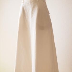 茅木真知子『スカート ア・ラ・カルト』より白デニムのスカート。(生地代300円で作りましたシリーズ)