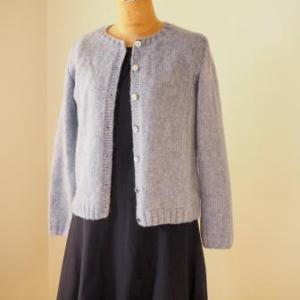 『ヨーロッパの手編み2014秋冬』からカーディガンができました。