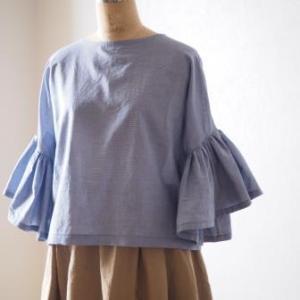 『自由に遊ぶ、ヴィンテージライクな服』より、「フリルスリーブブラウス」を作りました。