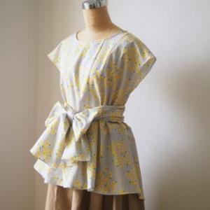 『ミセスのスタイルブック2019盛夏号』から、黄色い花のブラウスができました。
