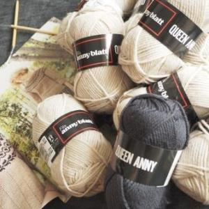 ウールの糸が編みたくなったのでクイーンアニーの丸ヨークセーターを編みます。