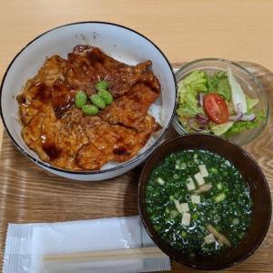 秋のぶた丼フェアと味噌汁お替わり嬉しい:ぶたドゥ(道の駅サーモンパーク千歳)