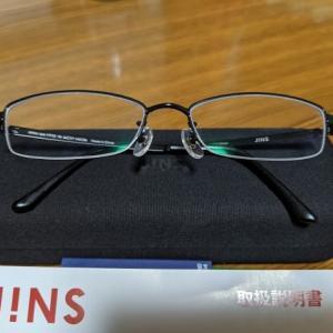 JINSさんで5500円のメガネを購入