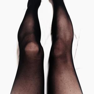 原色秋美「脚」図鑑  ウフッ、暑いのに黒タイツ
