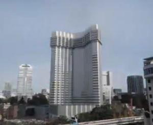 海外「日本の爆発物を使わないビル解体を見てみよう」
