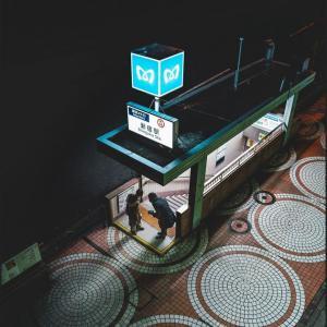 海外「まるで物語の始まりになりそうな場所だな」 日本の地下鉄の入り口が絵画みたいだと話題に