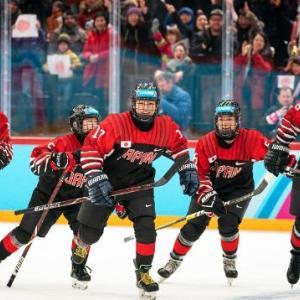 海外「アジアで初めて日本の女子アイスホッケーチームがユースオリンピックで金メダルを獲得する」