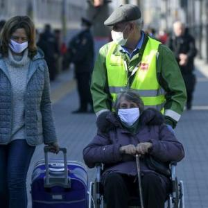 海外「モスクワで都市封鎖。家から出るには許可が必要」
