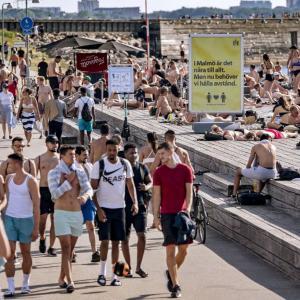 海外「スウェーデンのコロナ対策は何も得るものがなかった。感染者は増えるし、経済的にも落ち込んでいる」