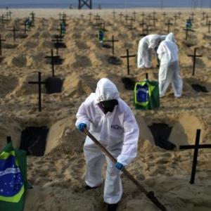 海外「世界のコロナ死亡者数が100万人を越える」