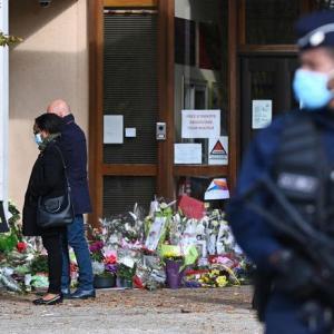 海外「フランス教師斬首テロで生徒の父親が殺人鬼と連絡を取っていたことが判明」