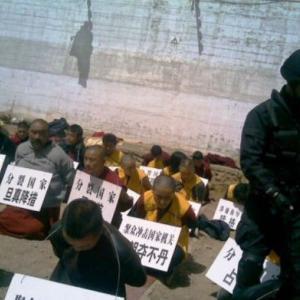 海外「中国で拘留中に殴られたチベット僧が死亡する」