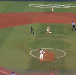 海外「日本が女子ソフトボールでアメリカを倒して金メダルを獲得。途中で見せたスーパープレイがこちら」