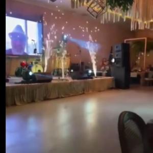 海外「演出の花火で天井の飾りが燃えて火事になる結婚式場」