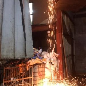 日々リサイクルざんまいで暮らす 滅多には買わないが昨日は新品の鉄板を買って古い年老いたリサイクル工場の復旧工事中