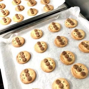 今日の保育園おやつはアンパンマンクッキー♪