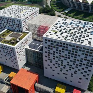思わずスキャンしたくなる?QRコードそっくりな立方体ビル 広東省仏山