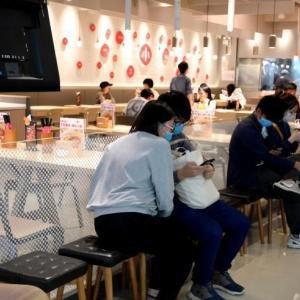 広州の飲食店が少しずつ営業再開 「抑圧された食欲」を満たす人々