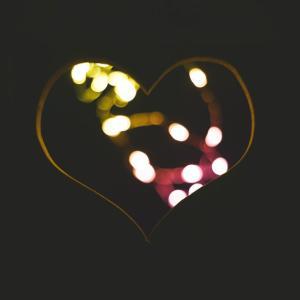 自分を愛し、自分の愛で、自分を満たす?傷ついた心でできるでしょうか・・・