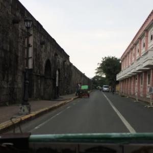 2018年2月フィリピン旅行 その2 トライシクルでイントラムロス観光。マニラ大聖堂、カーサ・マニラ博物館など。(Touring Intramuros on a tricycle, Manila Cathedral and Casa Manila Museum)