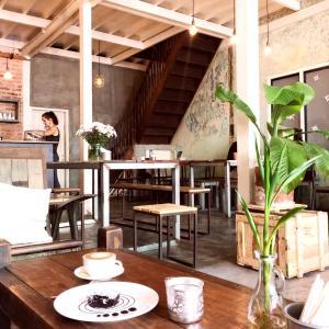 シュエダゴンパゴダお膝元の素敵カフェ