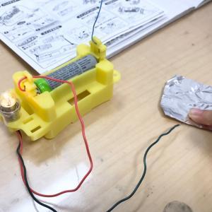 自主学習、豆電球の実験
