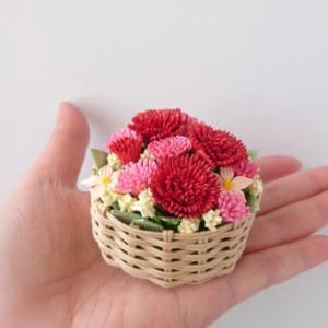 [450]  カーネーションの花かご