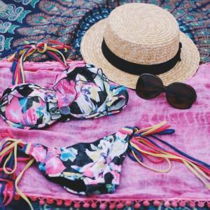 いくつになってもビキニ!オトナスタイルの水着で夏旅を楽しもう♡