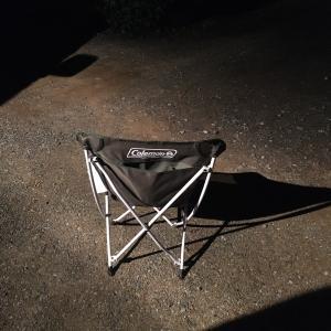 ゴールマンの椅子に座って星空を眺めながら精神統一する底辺労働者