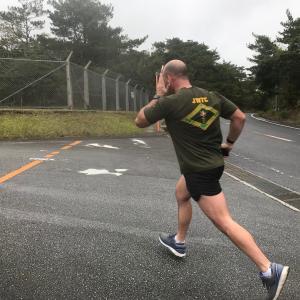 パヨク「米兵が軍の衣類を着て県道をジョギングしてた。問題にしないのは主権放棄だ!」