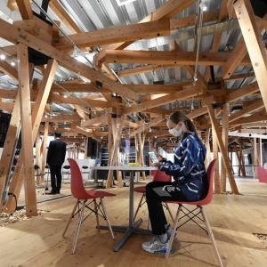 【朗報】五輪選手村にあるインターネットラウンジ&カフェ、センスが良すぎるwwww