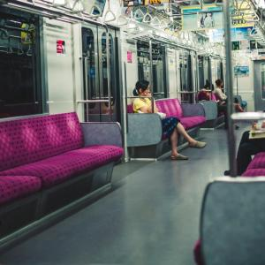 子連れで電車に乗っている人に席譲るべき?子連れ側として考えること