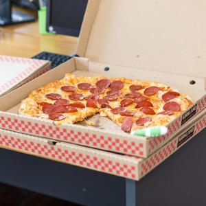 ピザのテイクスト用の箱は処分することしか無理?アレンジして使う方法は?