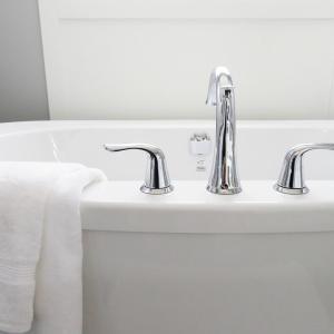 お風呂の排水溝にたまった髪の毛は毎日お手入れを!楽にできる方法は?