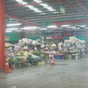 雨の時は新しい市場へ