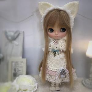 【出品情報】白ネコ頭巾とくまちゃんポッケのドレス ブライス