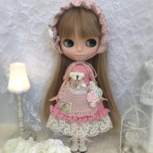 【出品情報】ブライス 服 バブーシュカとくまちゃんポッケのドレスセット ピンク