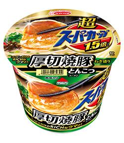 【まるでステーキ】エースコックの「超スーパーカップ1.5倍厚切焼豚とんこつラーメン」のチャーシューの厚さがすごすぎwwwwwwww(画像あり)