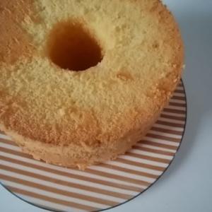 シフォンケーキを作るコツ 型はアルミでつなぎ目がないものがいいよ