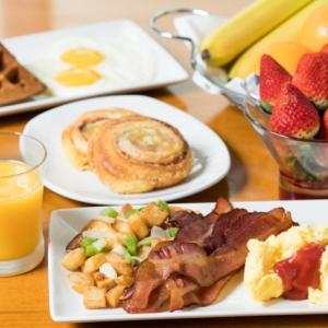 【ハワイの穴場】ワイキキで一番お得でおいしい朝食ブッフェ!