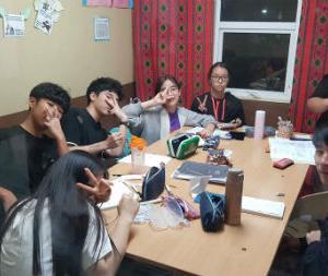 ジュニア単身留学たちのナイトクラスの様子を紹介します