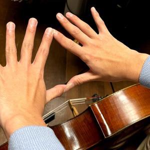 チェリストの手は大きさが変わる!