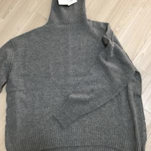 久しぶりにハイネックセーターを選んでみた。