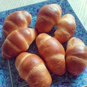 お弁当初日のために焼いたロールパン☆