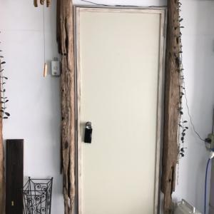 簡単DIYでドア模様替え