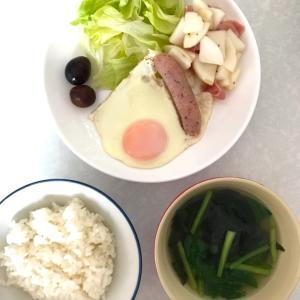 野菜たっぷりの残り物&半熟目玉焼き朝ごはん