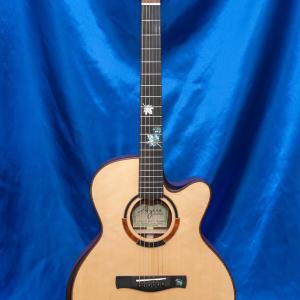 カエデのインレイが特徴的なサテン塗装のギター【過去シリーズ】